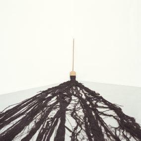 Cildo Meireles, La Bruja. Kunstverein, Hamburg, 2003. Foto: Fred Dott