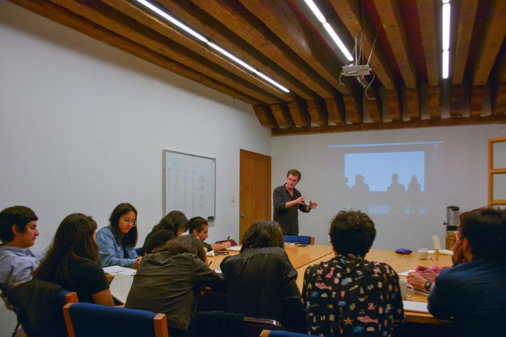 Alfredo Jaar en el Seminario de Producción Fotográfica, 2017. Cortesía del Centro de la Imagen
